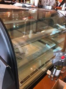 Federal Curved Glass Refrigerated Bakery Case